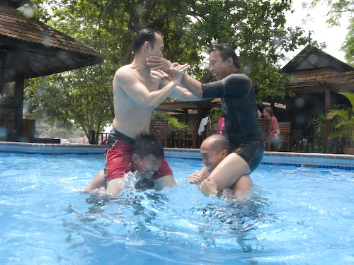 img_1224-fighting-in-the-pool