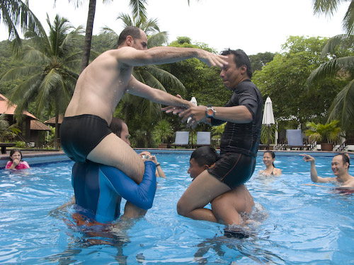 img_1235-fighting-in-the-pool