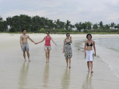 IMG_1419 - Wayne Ailin Jessica and Andrea on the Beach