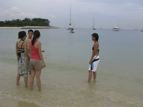 IMG_1420 - Wayne Ailin Jessica and Andrea on the Beach